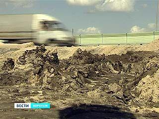 """Дорожники перекопали все съезды окружной в районе бывшего завода """"Процессор"""""""