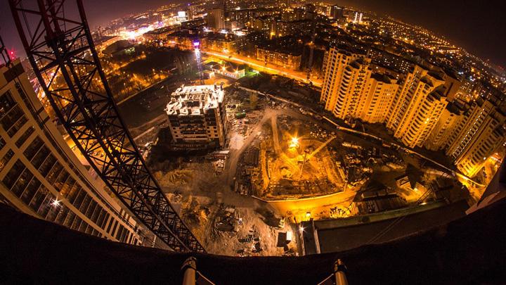В Воронеже подросток упал с недостроенной многоэтажки при попытке сделать фото с друзьями