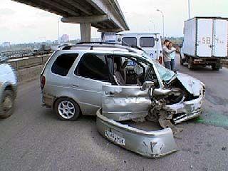 ДТП на Северном мосту: иномарка въехала в ограждение