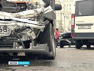 ДТП с с участием трёх автомобилей - на проспекте Революции