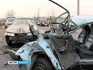 ДТП в Семилукском районе: один человек погиб, за жизнь двоих сражаются медики