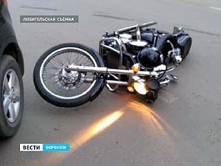 ДТП в центре Воронежа: мотоциклист в тяжелом состоянии под наблюдением врачей