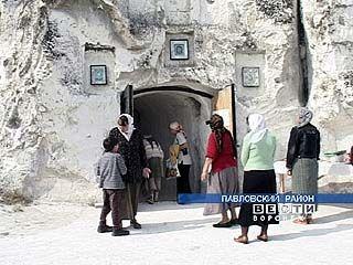 Два крестных хода дошли до Свято-Спасской женской обители