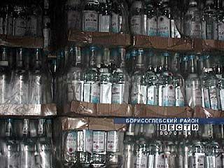 """Два воронежца производили до 300 бутылок """"левой"""" водки в день"""