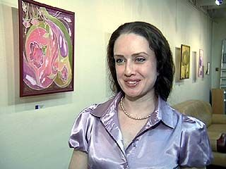 """Две молодые художницы представили на выставке работы в стиле """"батик"""""""