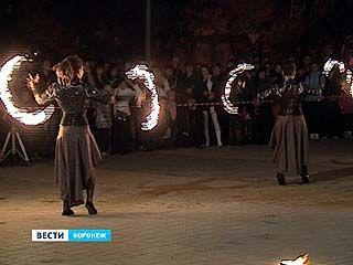 Дыхание огня: фаерщики показали воронежцам, как приручить пламя