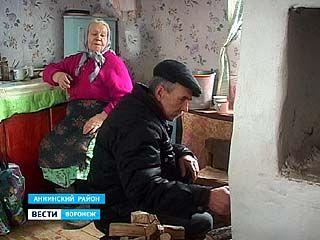 Единственная связь с миром для жителей поселка Панкратовский - социальный работник
