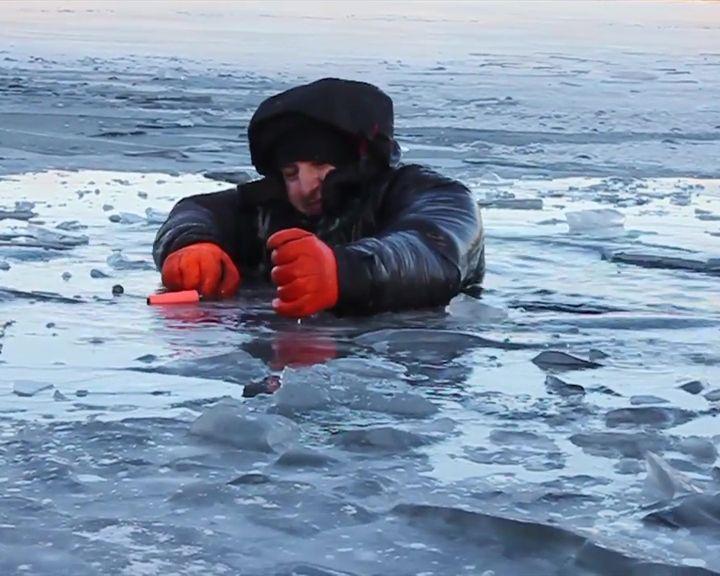 ВИДЕО: Воронежский блогер на себе испытал, что чувствует человек, провалившийся под лёд