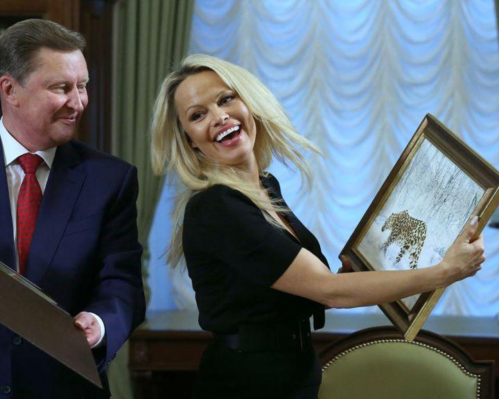 Памела Андерсон обсудила в Кремле мучения дельфинов в Воронеже