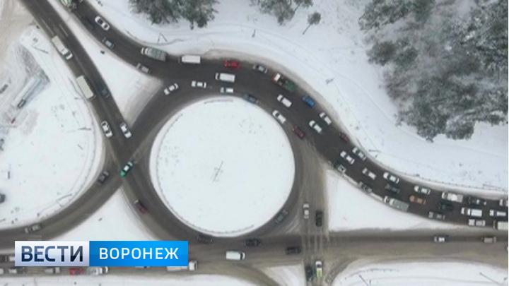 Водители смогут ещё целый месяц ездить по кольцу на 9 января, а мост для пешеходов пока не закроют