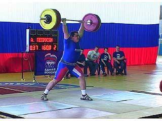 Финишировало первенство России по тяжелой атлетике среди спортсменов до 20 лет