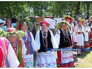 """Фольклорные коллективы собрались на фестиваль """"На Троицу"""""""