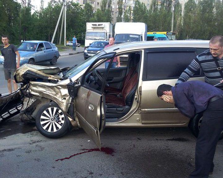 ФОТО: ДТП в Воронеже чудом обошлось без жертв