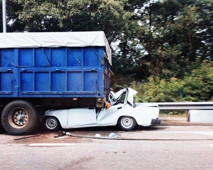 ФОТО: Воронежец на легковушке разбился насмерть, угодив под колёса «КамАЗа»