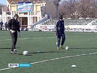 """Футболисты """"Факела"""" собираются на своей базе в Тенистом"""
