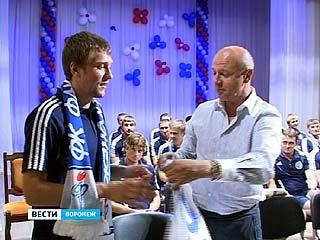 """Футболисты воронежского """"Факела"""" провели встречу со своими болельщиками"""