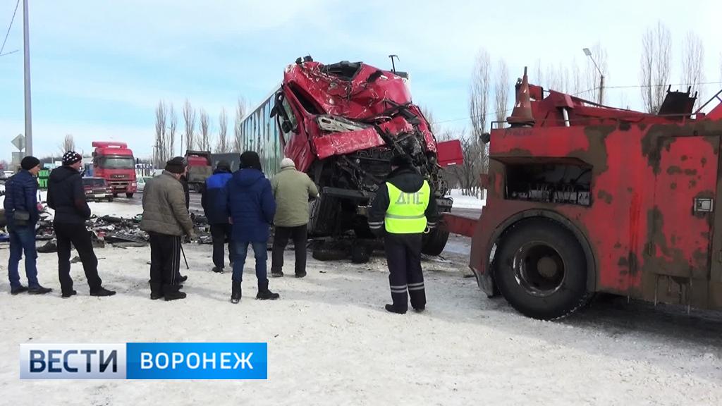 Воронежский облздрав: 3 пострадавших в ДТП с автобусом и фурой находятся в реанимации