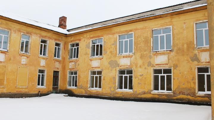 Активисты добились ремонта ветхого здания школы под Воронежем