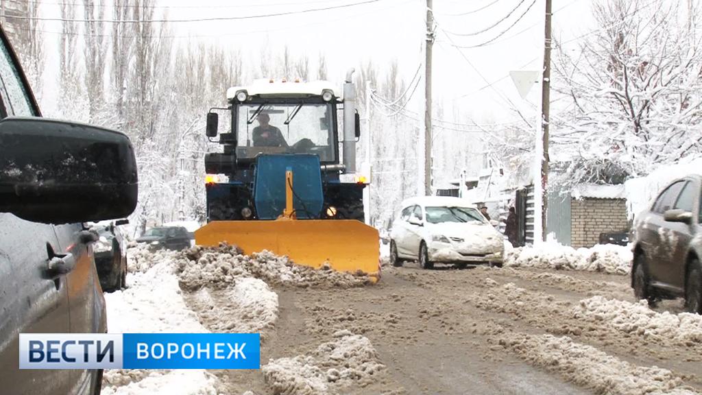 Коммунальщики вывезли с улиц Воронежа около 2 тыс. тонн снега