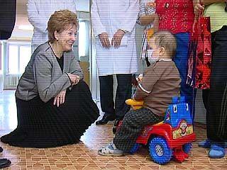Галина Карелова посетила Областную детскую больницу