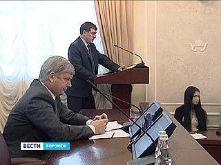 Глава города Александр Гусев остался недоволен темпами - подрядчики не укладываются в срок