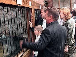 Глава области вместе с внуком посетил Воронежский зоосад