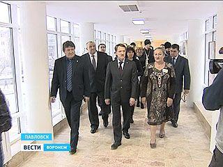 Глава региона Алексей Гордеев с рабочим визитом посетил Павловск
