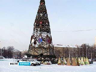 Главной городской ёлке осталось стоять на центральной площади совсем недолго