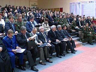 Городских и областных чиновников собрали на призывном пункте