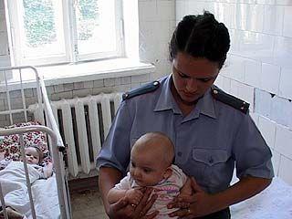 Грудного ребенка забыли на улице в центре Воронежа