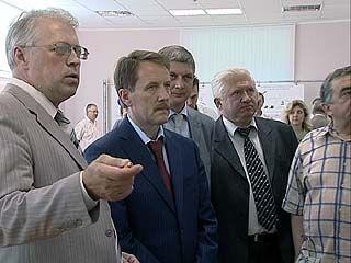 """Губернатор Алексей Гордеев побывал на концерне """"Созвездие"""""""