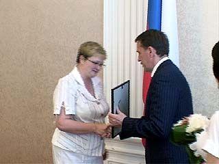 Губернатор Алексей Гордеев поздравил работников социальной сферы