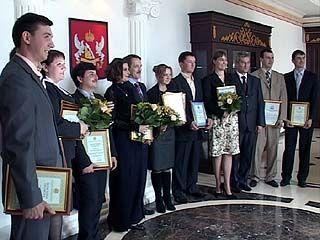 Губернатор Алексей Гордеев вручил награды молодым аграриям