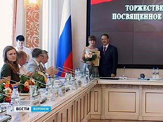 Губернатор Алексей Гордеев вручил награды победителям областных конкурсов