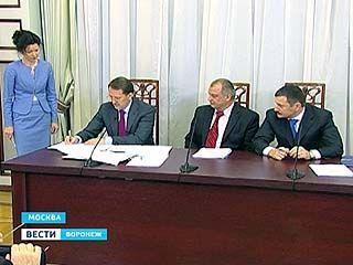 Губернатор Гордеев подписал соглашение с профсоюзами и союзом промышленников