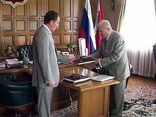 Губернатор поздравил почётного гражданина Воронежа с юбилеем