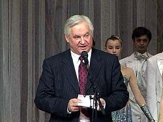 Губернатор поздравил женщин