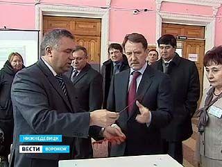 Губернатор проверил готовность к выборам в Нижнедевицке