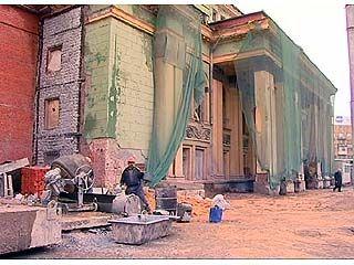 Губернатор Владимир Кулаков инспектировал реконструкцию драмтеатра