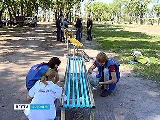 """Губернатор вместе с """"армией"""" добровольцев навёл порядок в парке """"Южный"""""""