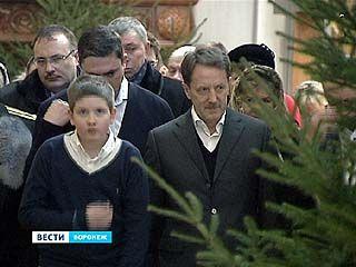 Губернатор вместе с внуком встретил Рождество в Благовещенском соборе