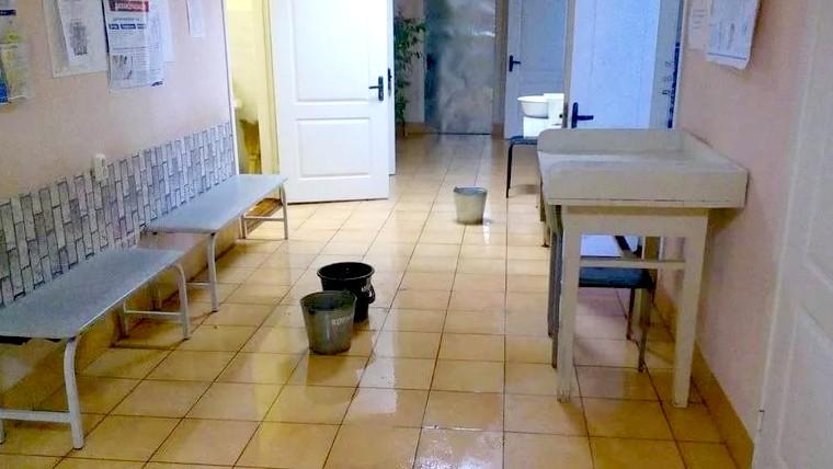 В одной из поликлиник Воронежа затопило кабинеты педиатров