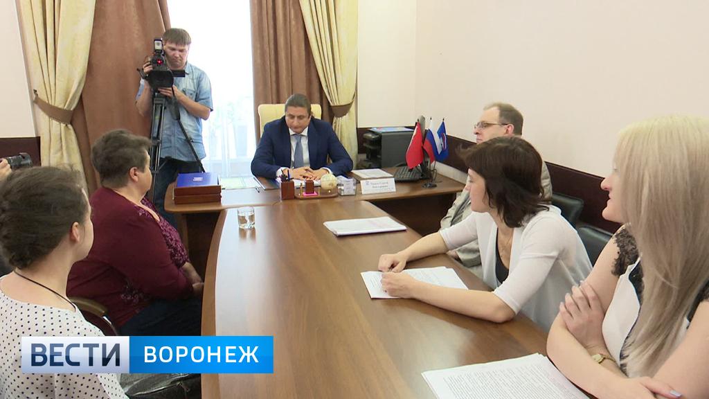 В приёмной депутата Госдумы сироте помогли разрешить квартирный вопрос
