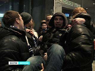 """Хоккеистов """"Бурана"""" встречали сотни болельщиков"""