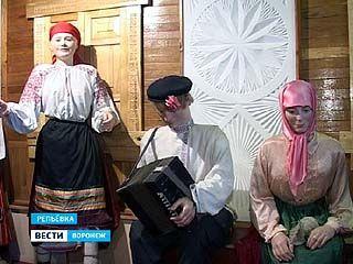 Художник из Репьёвки своеобразно оформил сельский краеведческий музей