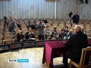Худрук Воронежского драмтеатра Владимир Петров провёл пресс-конференцию