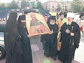 Икона с частицей Святых мощей принесена  в Покровский кафедральный собор