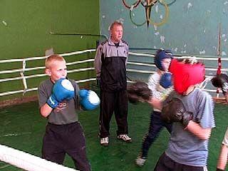 Именитый боксер из Калача делает из трудных подростков чемпионов