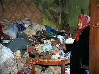 Из квартиры Евдокии Лисовой вывезли около 30 кубометров мусора
