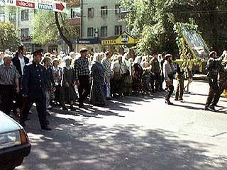 Из Воронежа в Задонск отправились сотни паломников со всех уголков России